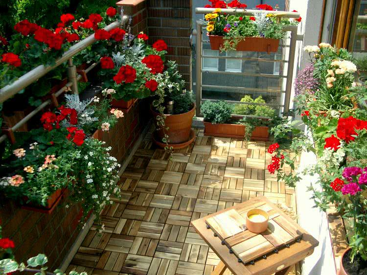 Create-a-garden-on-the-balcony