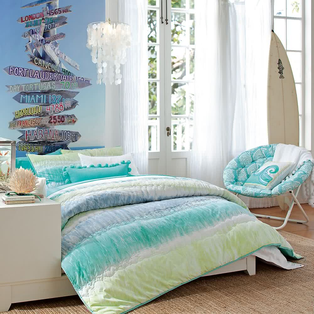 Спальня для девочки цвета морского бриза